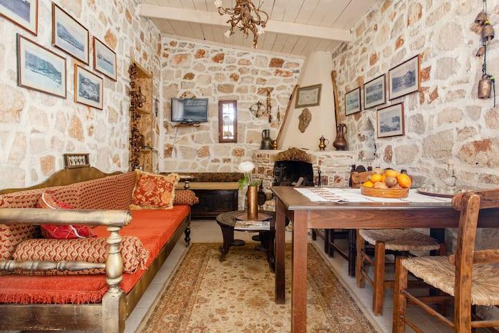 Traditional Cretan attic Double-1300m the beach!
