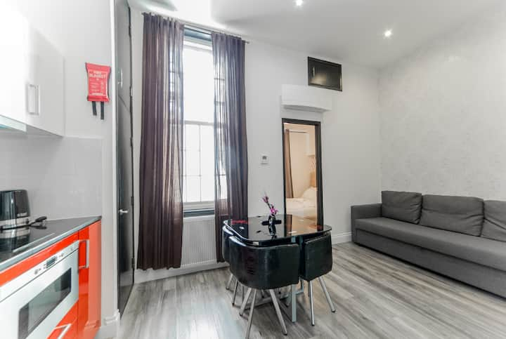 81 Inverness Terrace (One Bedroom for 4 Adults)