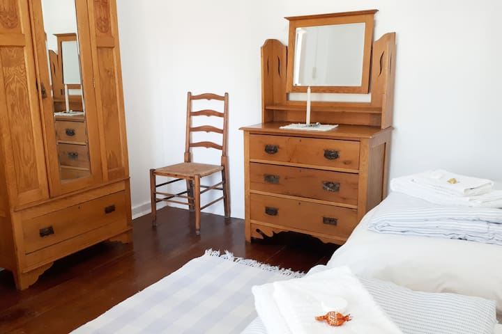 ROOM 2: Two Single Beds