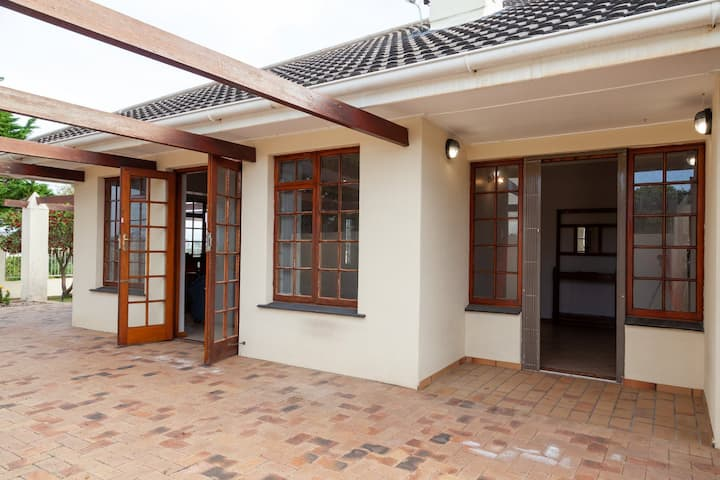 Family Bliss Holiday Home in Hermanus