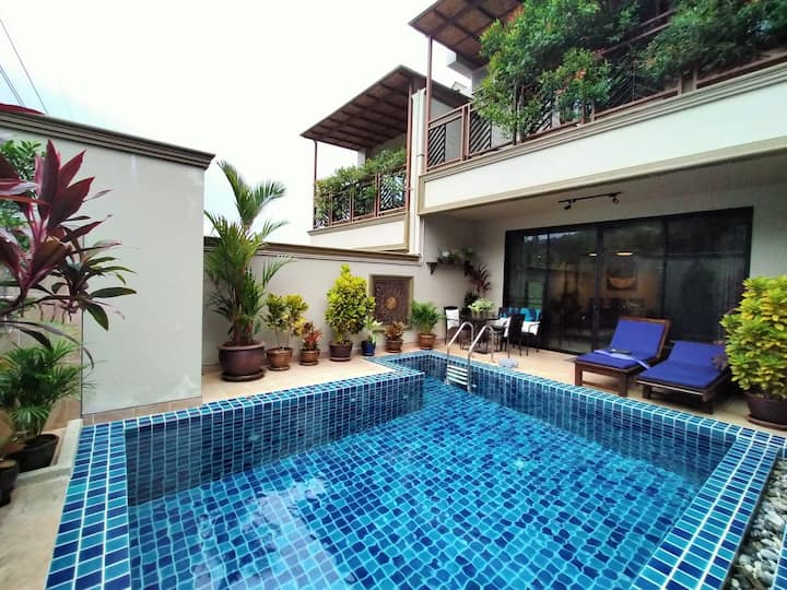 Near new Naiharn​ villa 4 BR​ 2 living /security