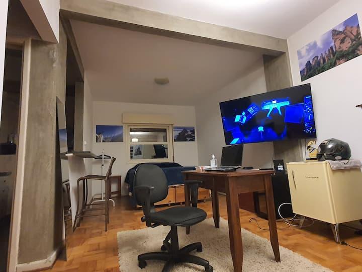 Studio aconchegante com localização estratégica