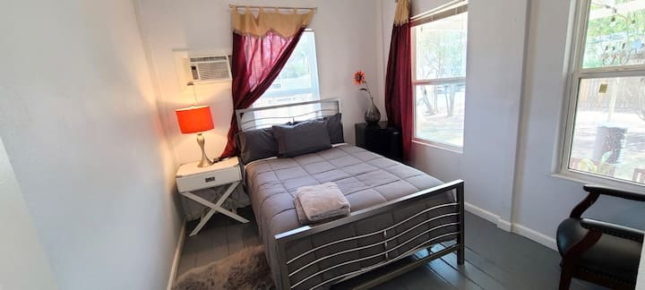 FULL BR - Near DownTown @Mini Mansion/Fully Equipd