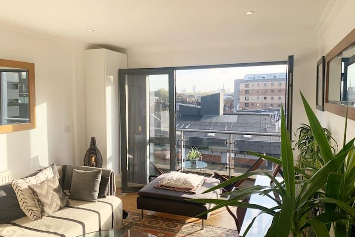 Beautiful bright apartment London fields