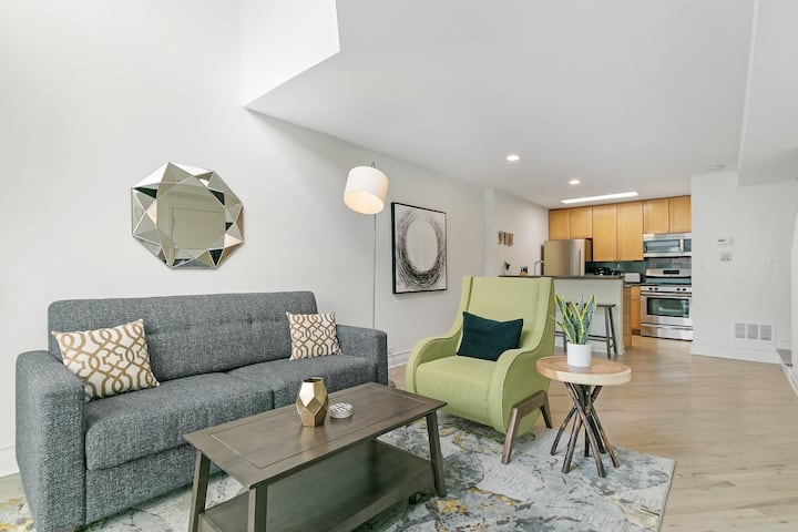 Convenient 1-Bedroom Loft Close to Wrigley Field