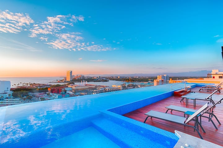 Enjoy Amazing Sunset View from the Infinity Pool ❈
