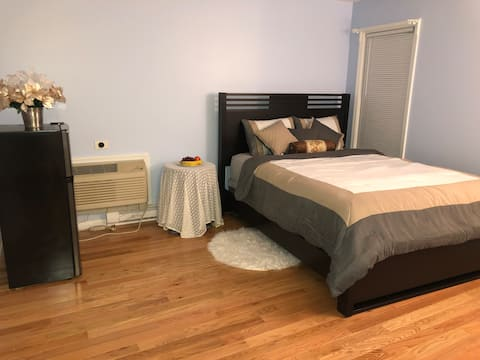 Private bedroom with bathroom - Close to Yale