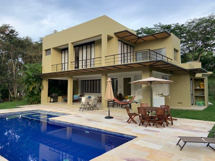 MESA DE YEGUAS DREAM HOUSE
