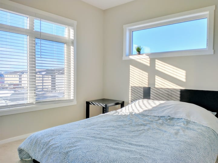 Sunny & Mountain View, New, near Highway (Room C)