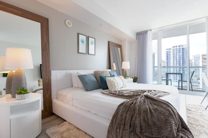 HOTEL SUITE W/ BAY VIEW AT HOTEL ARYA-BOOK NOW!!!
