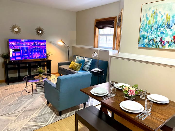 Cottage Vibes w/Executive Style in the Downtown