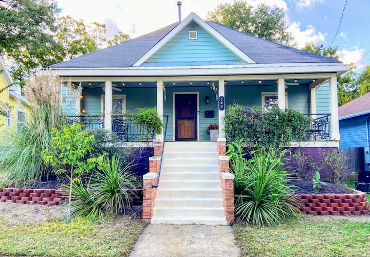 Charming downtown bungalow, walk to everything