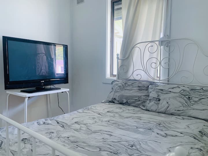 Bedroom with TV+NETFLIX, Mawson Lakes 4km