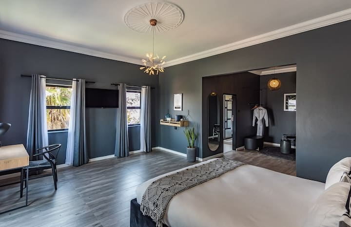 Modern Zimbabwe 'inspired' Boutique room