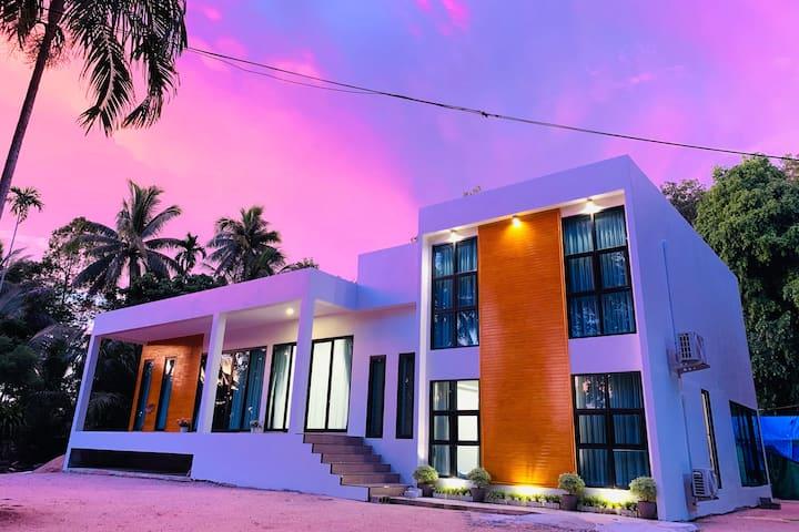 BEAUTIFUL MODERN  1BR IN LUXURY HOUSE