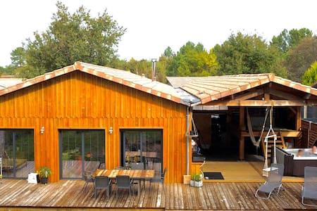 Maison atypique en bois avec vue foret