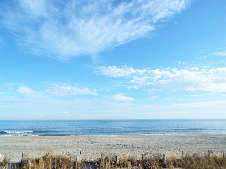 Direct Oceanfront Unit with Own Balcony, King Bed