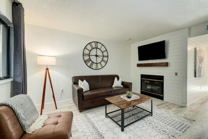 See that cool sofa - its also a queen bed sleeper!! Oh yes bring the kiddos or your buddies!