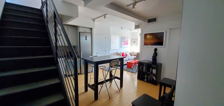 Private Room in the Heart of East Village!