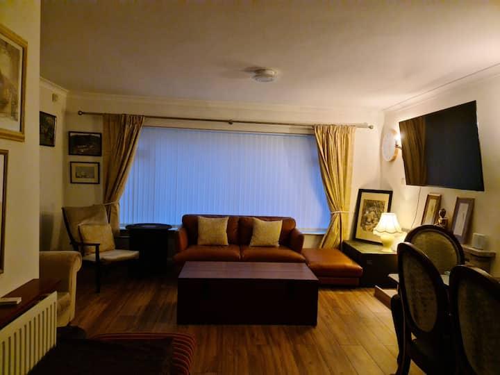 Cheltenham double room near the Racecourse (Room1)