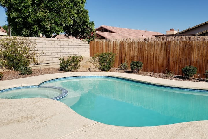 20% OFF La Quinta-Remodeled 3br/2ba Pool/Spa home!