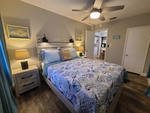 Old Oaks Upper Bungalow 15 min to Clearwater Beach