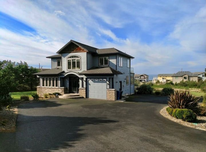 Gorgeous Home with Short Walk to the Beach.