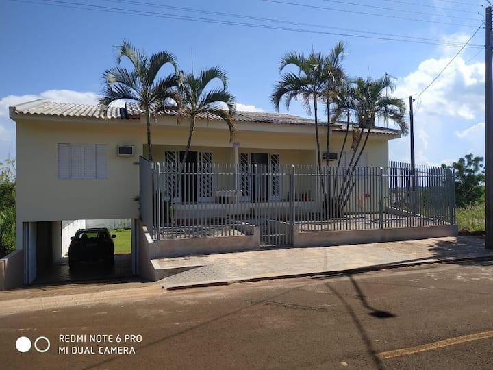 Casa em Itaipulândia com salão de festas - APT 01