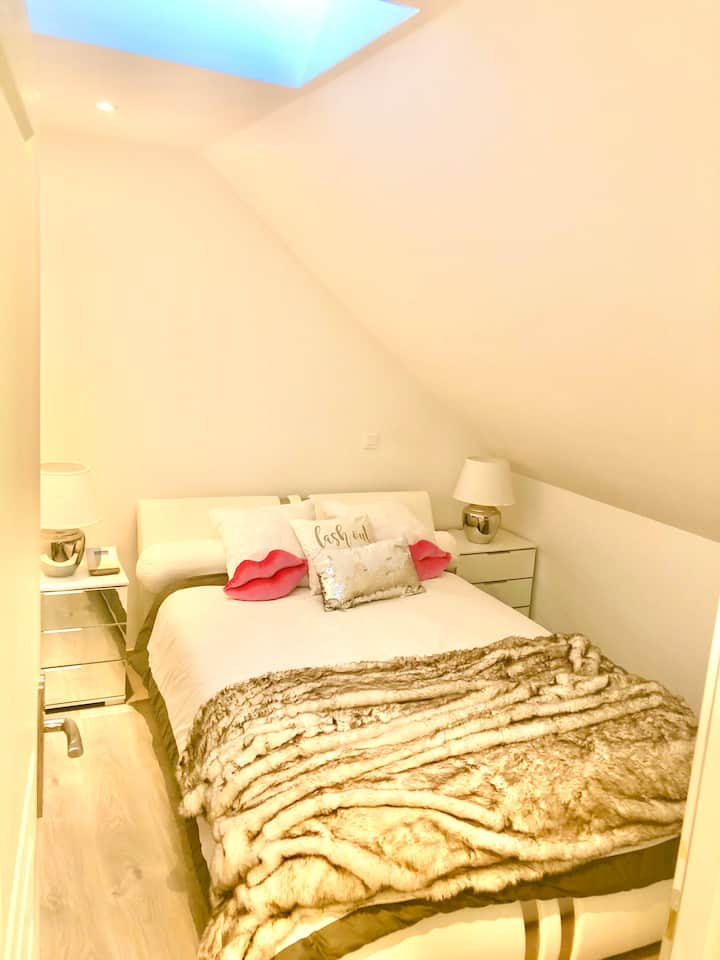 1BDR Terrace at 15mn from DISNEYLAND/35mn to PARIS