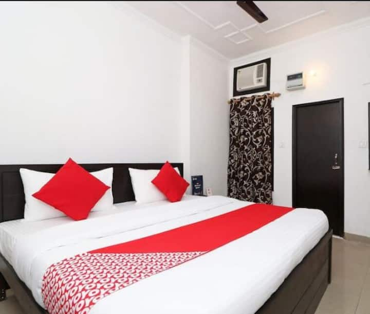 AMAN RESIDENCY - ' LUXURY  ROOMS ''