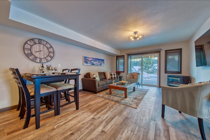 2BR/1BA Suite: Ski In / Hot Tub / Amazing Views!