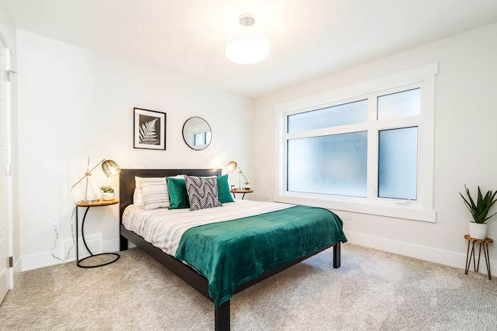Our third bedroom on the 3rd floor features a comfortable queen sized bed with fresh linens and sheets.