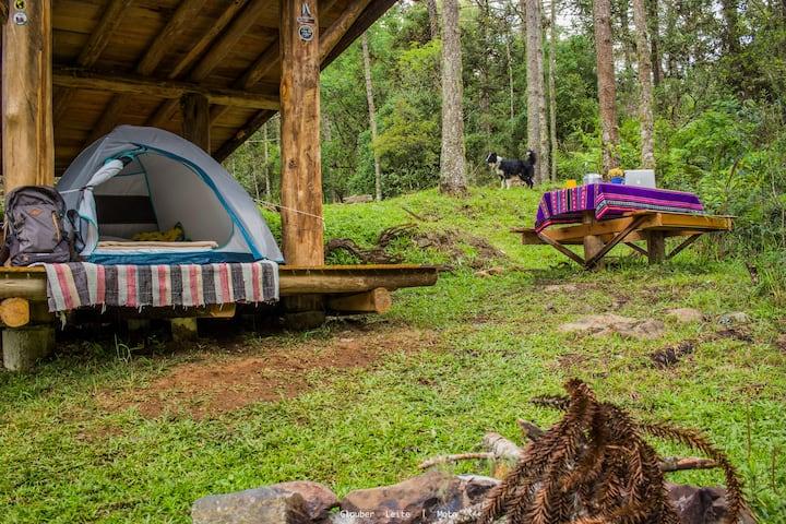 O Camping Ayllu, com barraca e horta de orgânicos