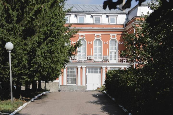 Уединенный отель с садом в центре Костромы