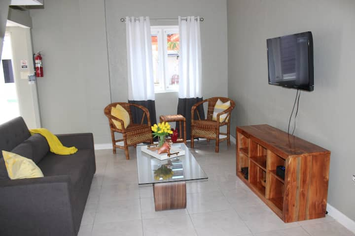 Shore Ting Villa - Studio Loft in Negril, JA