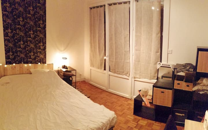 Chambre privée avec balcon dans appartement