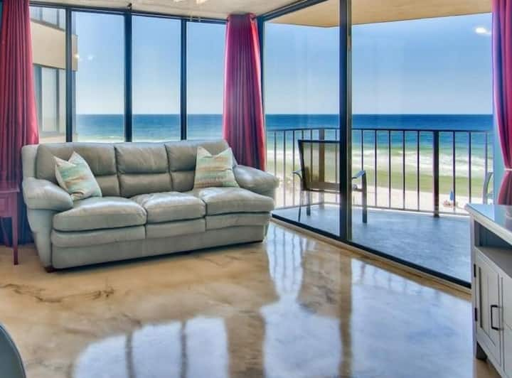 Directly on beach with STUNNING VIEWS!!