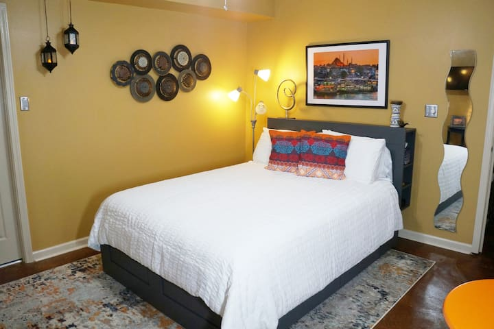 Traveler's Delight. 10 min. off I-75! Pet-friendly