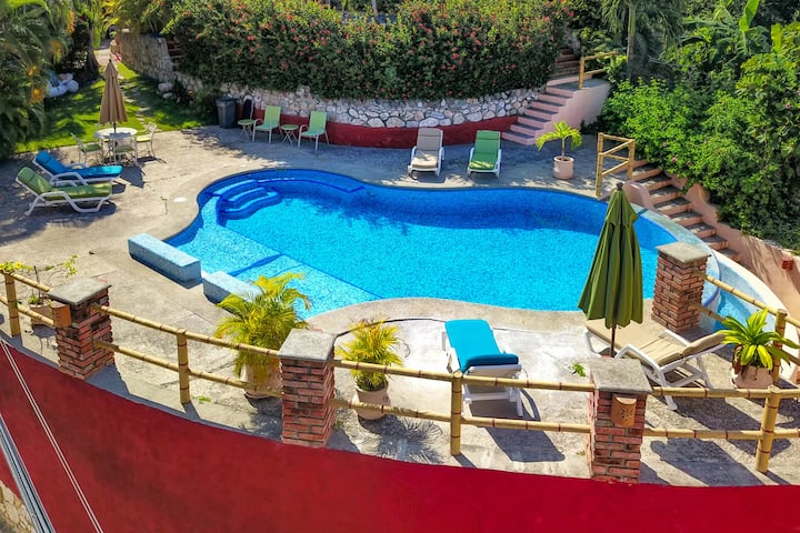 ♥ Two Pools + Queen Suite + WiFi + AirCon ♥