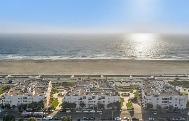 What a VIEW! Oceanfront 1 bedroom, 1 bth, BALCONY
