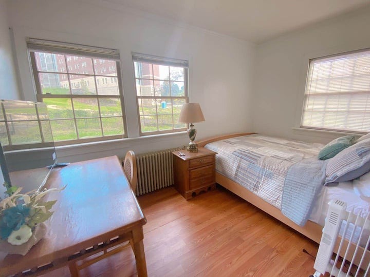 Comfy 2BR Guest Suite near UVa - 3 Min Walk