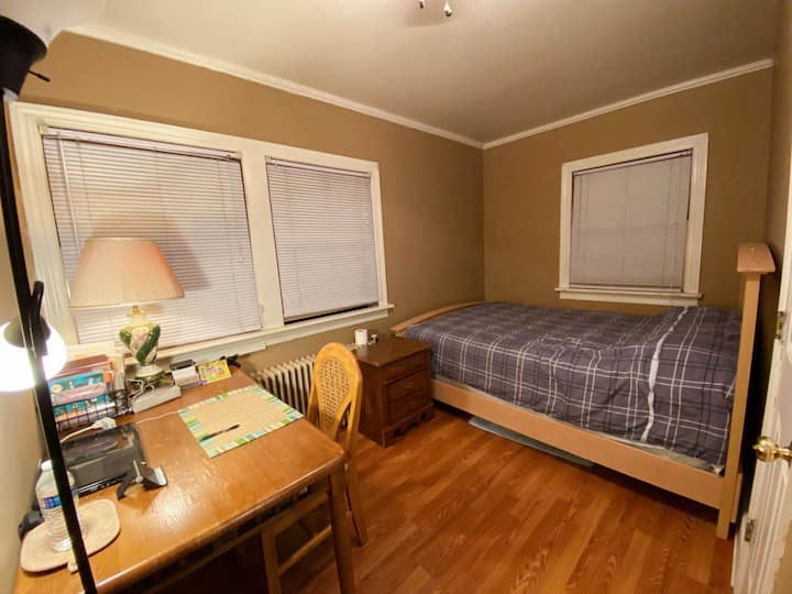 2B1B with Private Entrance - 5 Min Walk to UVA