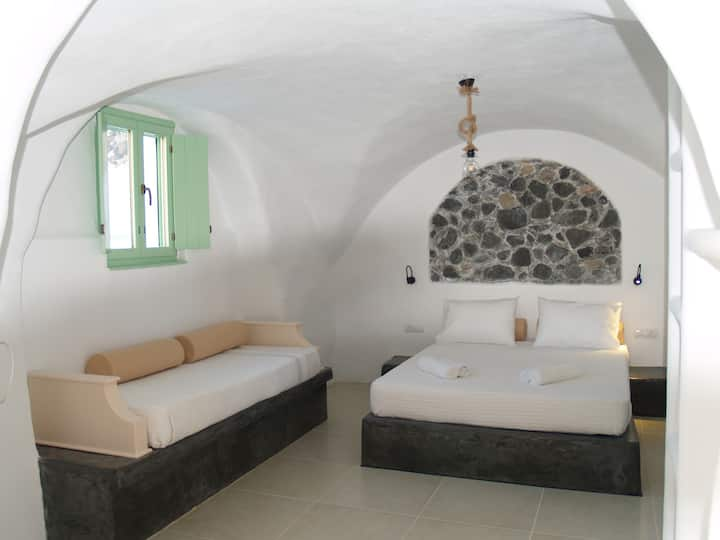 Mythos Traditional Stonehouse Triple Studio