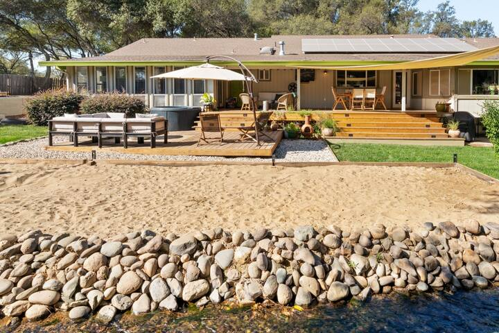 Rambling Ranch House Private 1 acre with Hot tub
