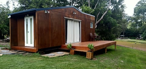 Self-contained Woombye cabin- Jones Estate