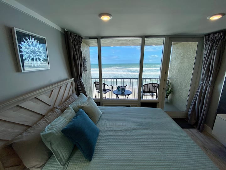 M-U-S-T-S-E-E Beachfront Studio at Daytona Beach