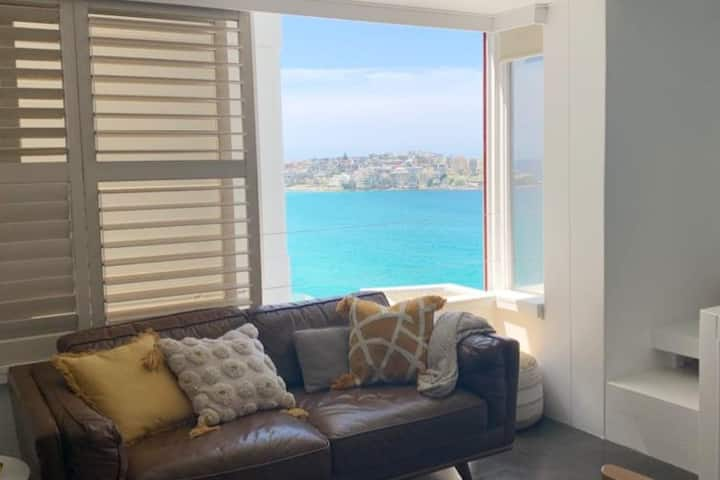 Beachfront pad with stunning views of Bondi surf