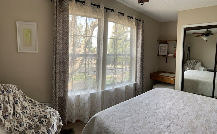 Restful bedroom/bath close to everything in Auburn