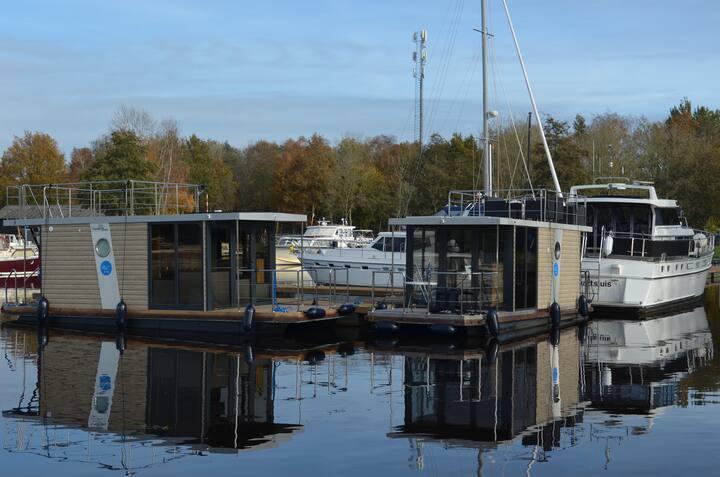 Uniek overnachten in Friesland op een houseboat