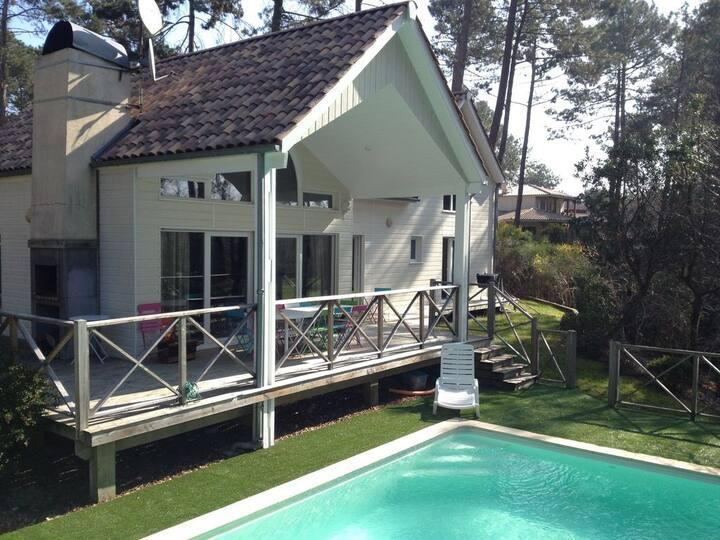Villa 10 personnes, avec piscine, face au golf